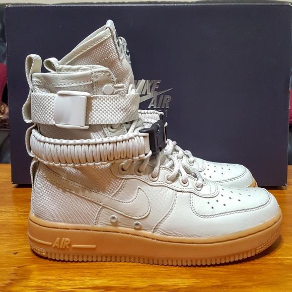 huge selection of af2ce 225ef Womens Nike SF AF1 Air Force 1 Light Bone 857872